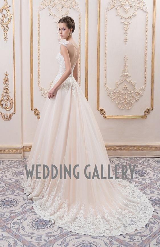 Svadobné šaty s čipkovým chrbátom