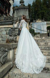 Svadobné šaty s čipkovanými rukávmi - Wedding Gallery svadobný salón Bratislava