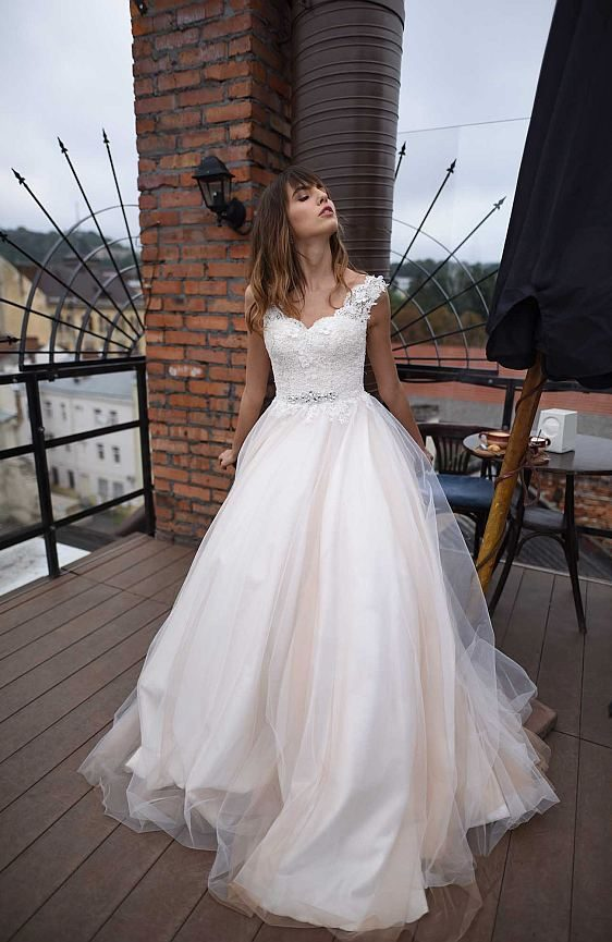 Svadobné šaty čipkované s ramienkami Bratislava svadobný salón Wedding Gallery