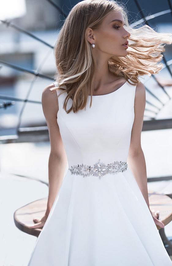 Jednoduché saténové svadobné šaty Wedding Gallery svadobný salón Bratislava
