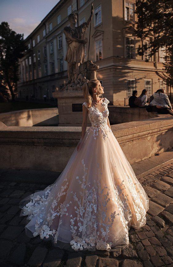 Čipkované svadobné šaty vo farbe NUDE
