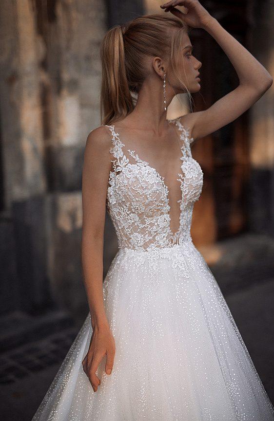 Svadobné šaty s čipkovými ramienkami pre dokonale krásnu nevestu