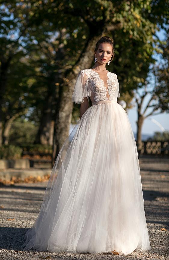 Svadobné šaty čipkované s rukávmi a hladkou tylovou sukňou