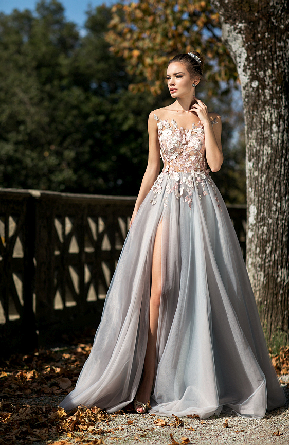 Svadobné šaty čipkované sú ako stvorené pre modernú princeznú.