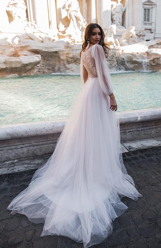 Svadobné šaty s dlhými rukávmi sú absolútnym hitom tejto svadobnej sezóny. Tie najkrajšie svadobné šaty s dlhými rukávmi nájdete práve teraz v svadobnom salóne Wedding Gallery v Bratislave.