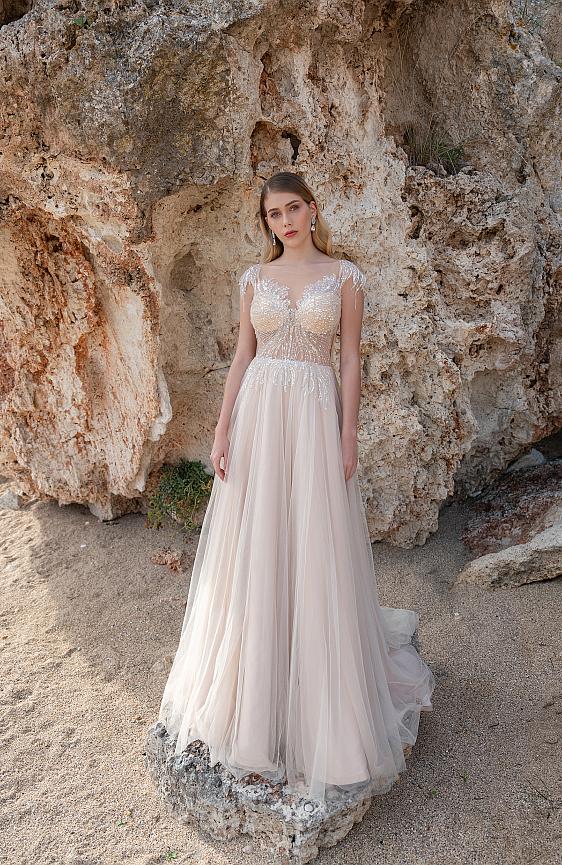 Svadobné šaty bohémske s padavou sukňou svadobný salón Wedding Gallery požičovňa a predaj svadobných šiat