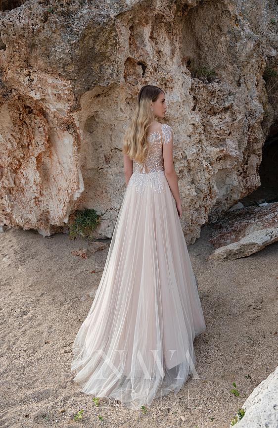 Svadobné šaty bohémske s padavou sukňou Wedding Gallery Bratislava požičovňa a predaj svadobných šiat